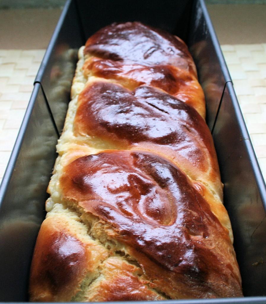 עוגת שמרים במילוי קרם פטיסייר