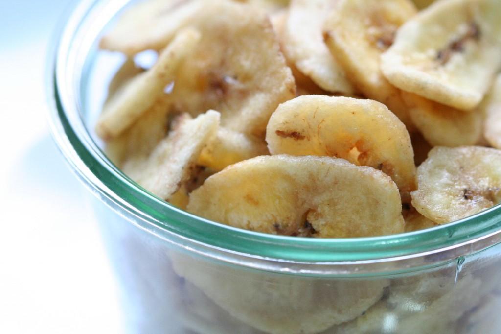 גם מי שלא אוהב בננות, יהנה מהטעם שלהן בגרנולה ביתית