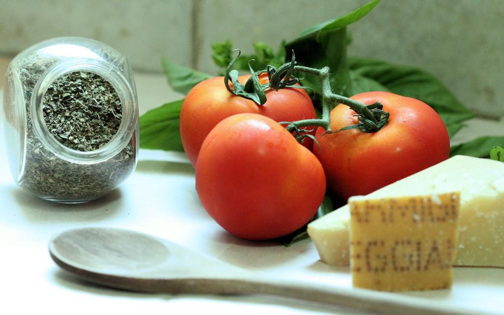 פרמז'ן, עגבניות טריות ובזיליקום - איטליה בתל אביב