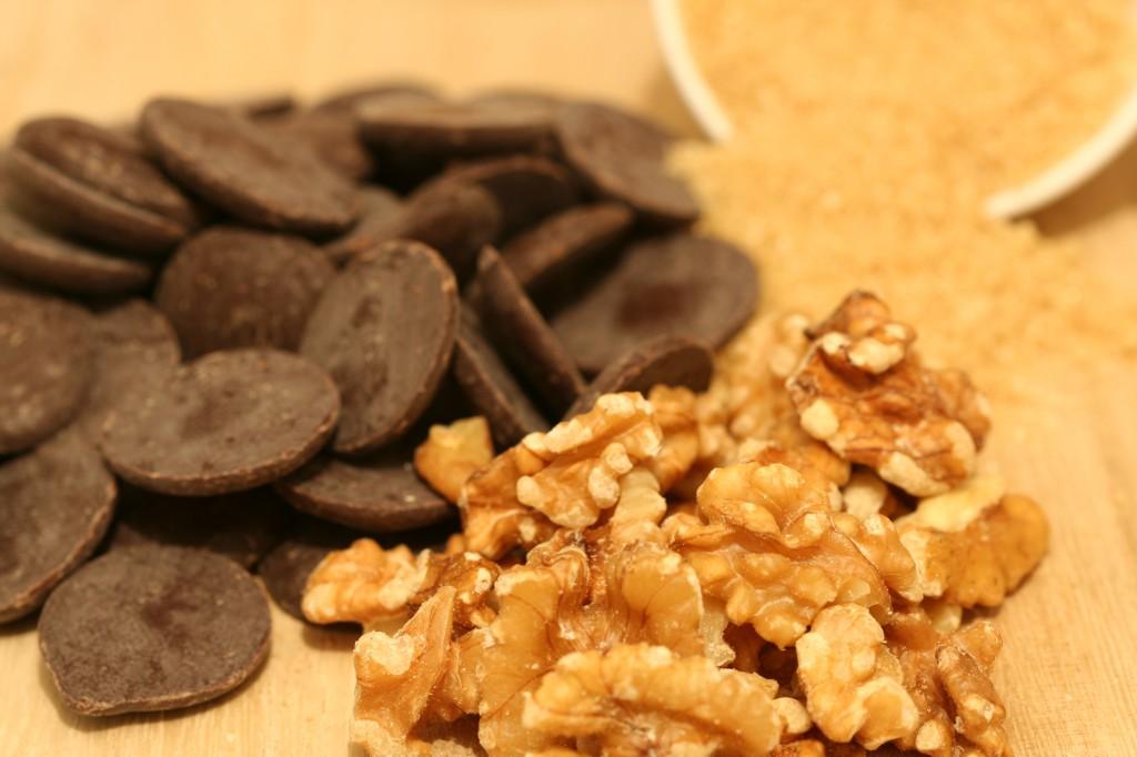 שוקולד, אגוזים וסוכר חום