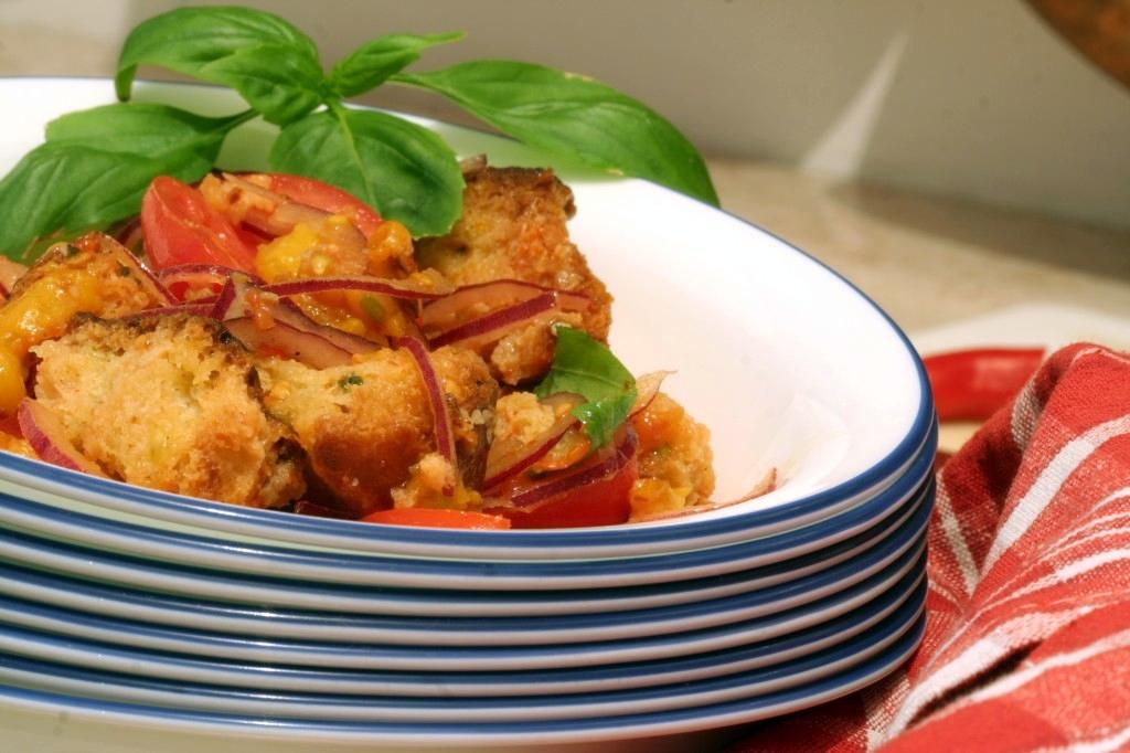 סלט איטלקי של עגבניות ולחם
